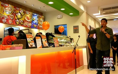 Guest Celebrity Ricardo Zepeda graces the Yoshinoya Megamall Opening