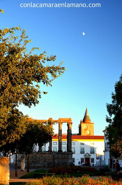 La Luna sobre la Catedral de Évora - Patrimonio de la Humanidad