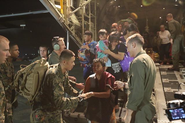 Haiyan relief [Image 6 of 14]