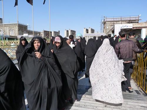 Mujeres de negro en Mashhad