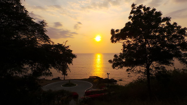 day 3: beautiful sunset at thunderbird resorts la union