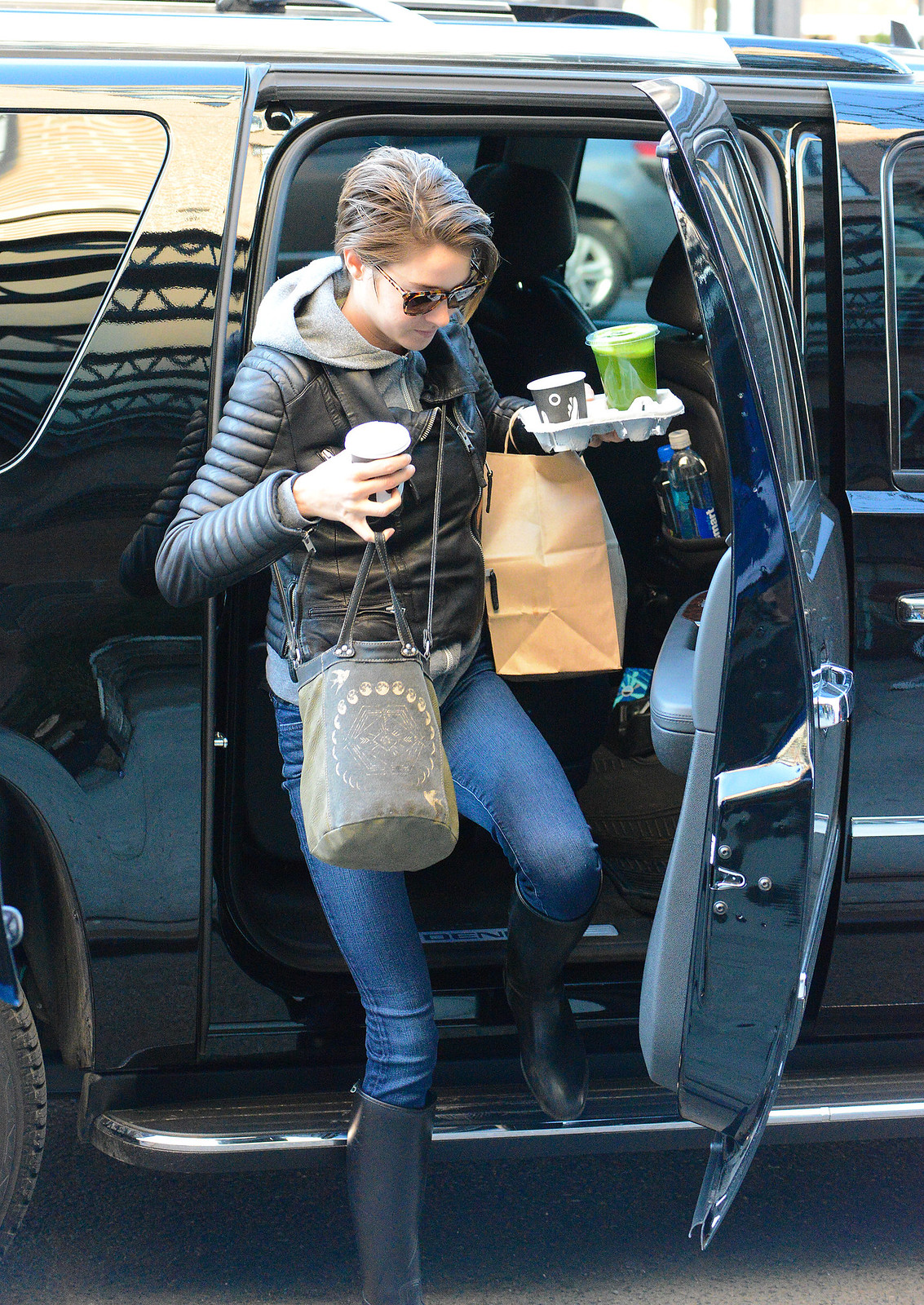 Photo of Shailene Woodley Hammer - car