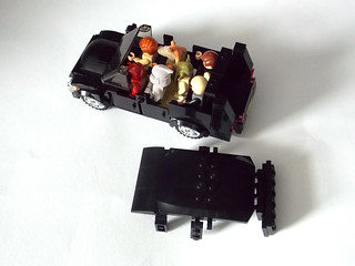 LEGO Minifigure scale Car - 7-wide SUV - seats 7 minifigs 5