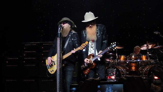 Dusty Hill Billy Gibbons, Nikon COOLPIX S9500