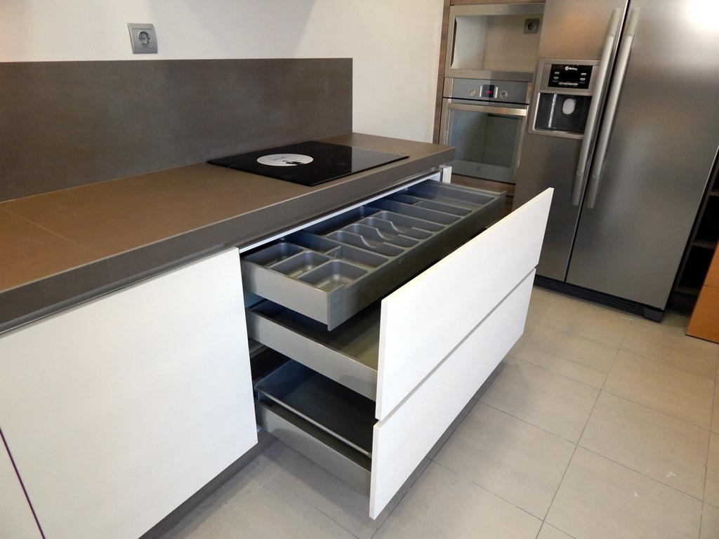 Muebles de cocina modelo hit con gola - Muebles para fregadero de cocina ...