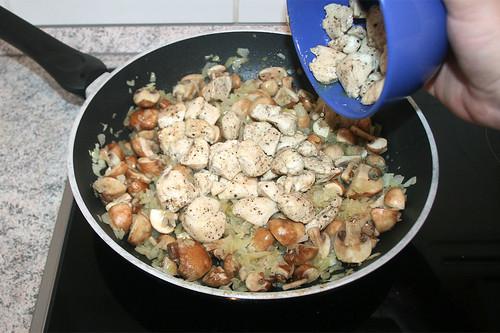 34 - Hähnchenbrust wieder dazu geben / Add chicken breast again