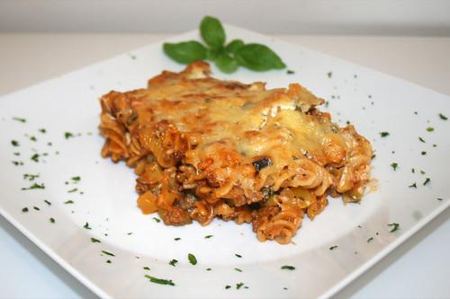 47 - Griechischer Nudelauflauf - Seitenansicht / Pasta bake greek style - Side view