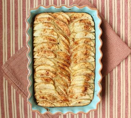 Almond Apple Cake   runningtothekitchen.com