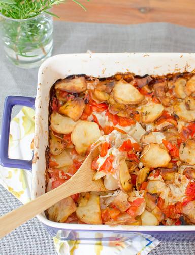 Pink Parsley: Cheesy Potato & Tomato Casserole