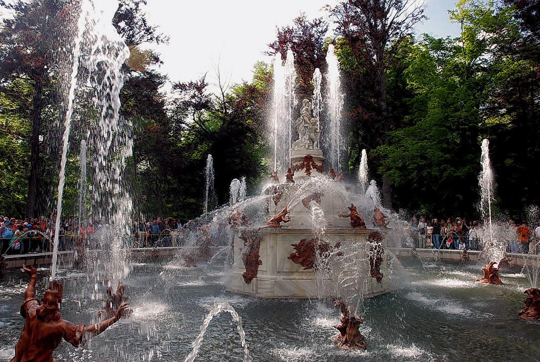 4. Espectáculo de agua en una de las fuentes del palacio. Autor, Druidabruxux