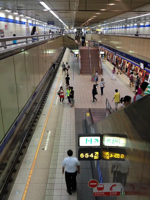 MRT駅 by haruhiko_iyota