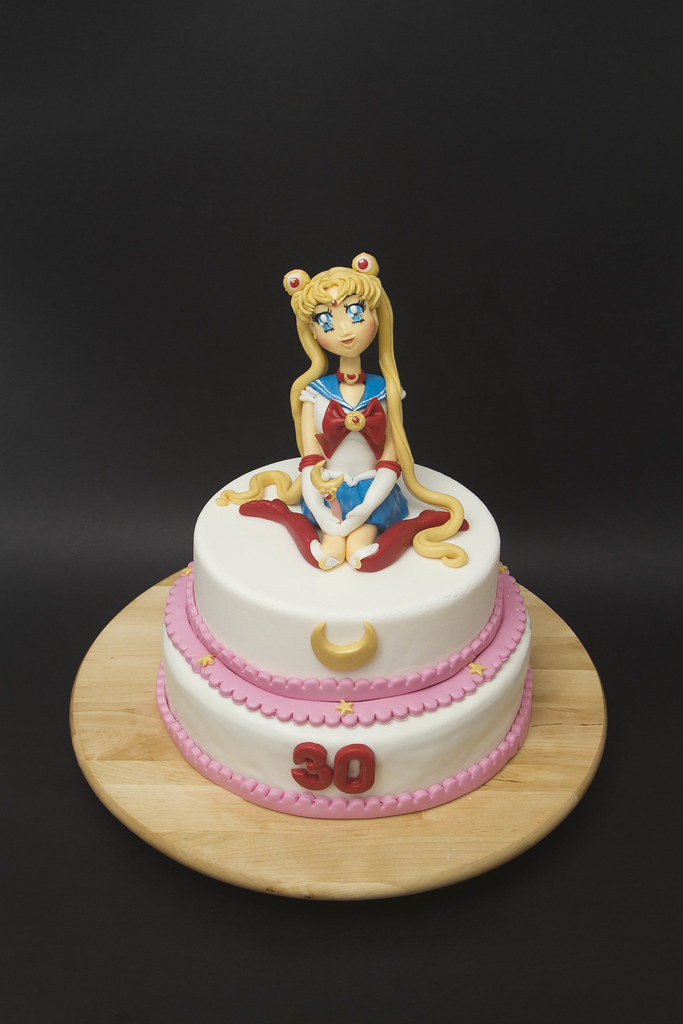 Sailor Moon Cake With Fondant