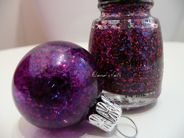 nail varnish baubles be merry be bright