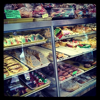 Picking up Christmas pastries! #KlemmsBakery #yumo