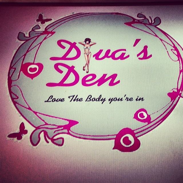 Diva's Den- Love the body you are in: Saw this hoarding in Kailash Market, New Delhi.