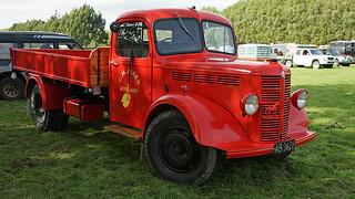 Larry Sliger's 1950 LJT Mack Tractor - YouTube