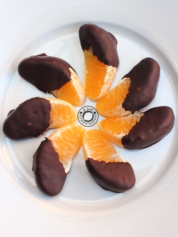 Chocolate dipped oranges can be hard, but are so worth it in the end! Celebrate Valentine's with seasonal citrus instead of the unripe strawberries of winter. | Je suis alimentageuse | #oranges #Valentines #chocolate #vegan #glutenfree
