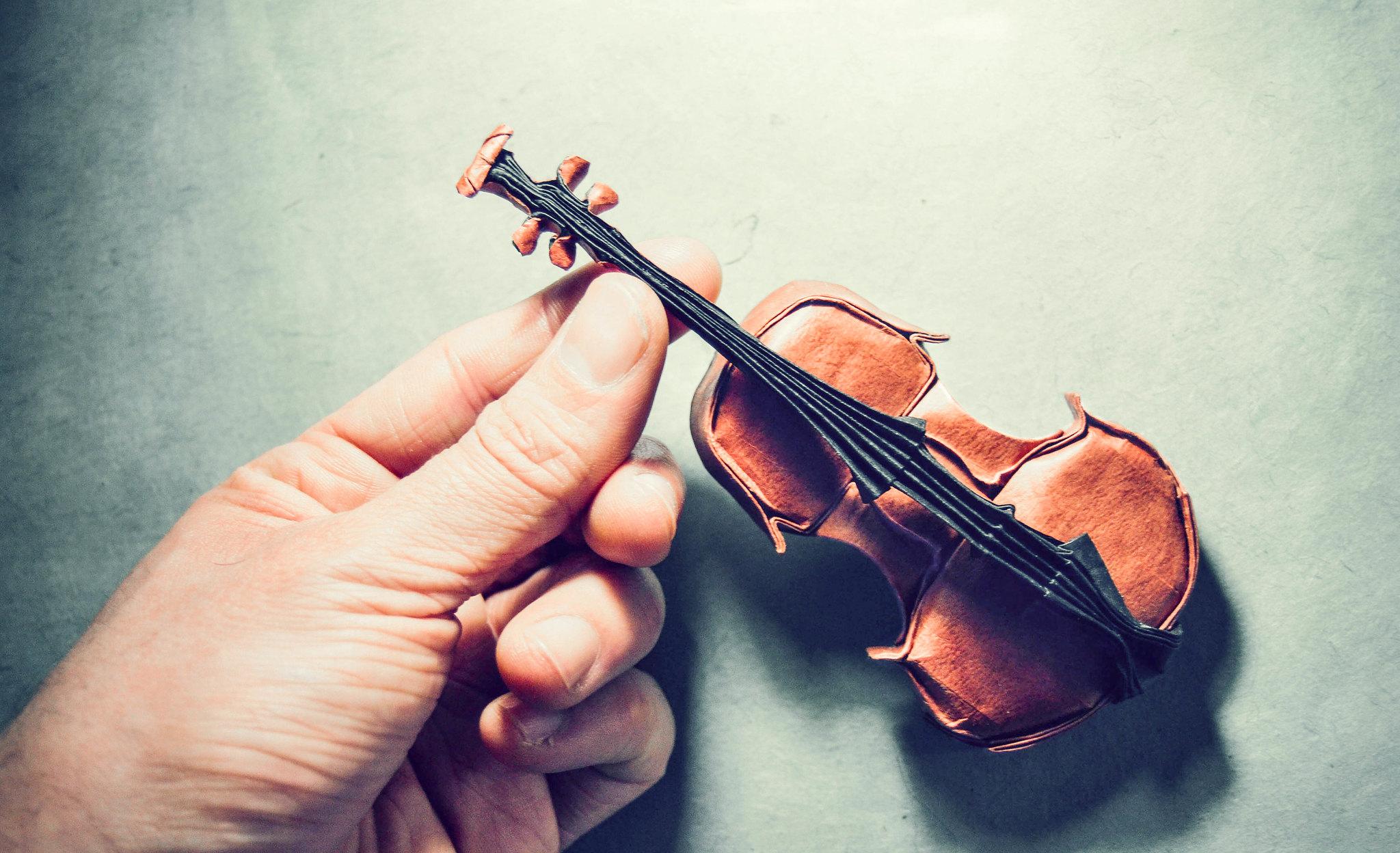 Origami Violin - Gen Hagiwara