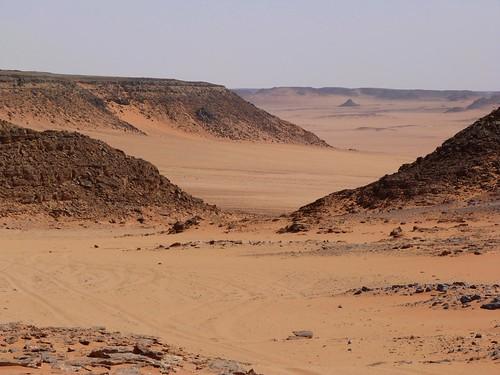 Vistas desde la cueva Magharet El Qantara (Gilf Kebir, Egipto)