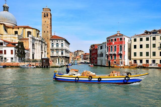 Venice : Parcel services