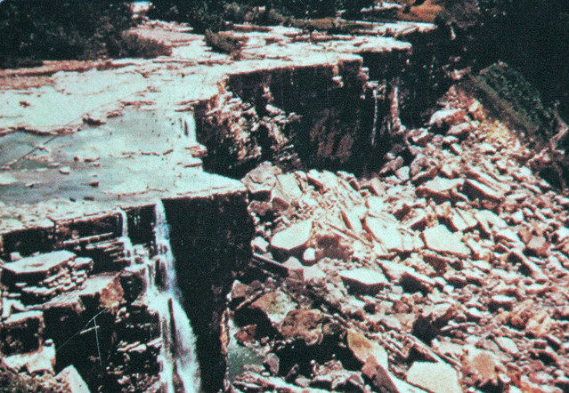 Dewatered American Falls (1969) (Niagara Falls, northwest of Buffalo, New York State, USA)
