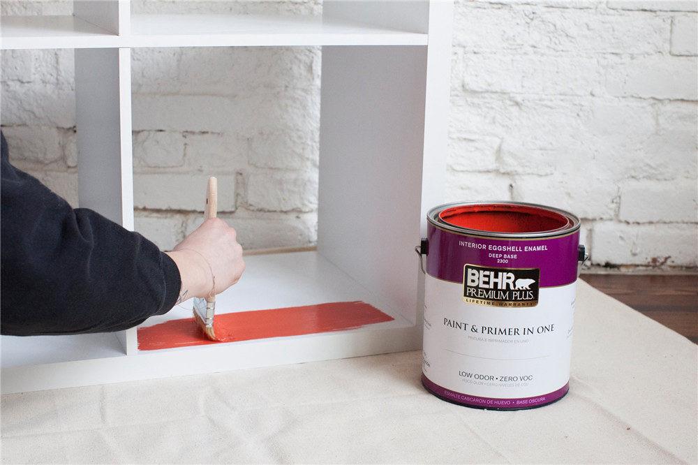adaymag-diy-painted-bookshelf-04