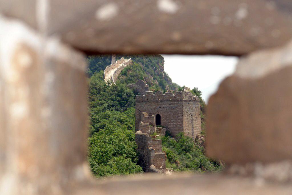 Aunque el tramo de Simatai llegaba hasta aquí y aquí la muralla se hacía prácticamente intransitable ... ésto es sólo un tramo dentro de los miles de kilómetros que unen ésta maravilla del mundo. Simatai, en las alturas de la Gran Muralla China - 9585136822 6b76e513f4 o - Simatai, en las alturas de la Gran Muralla China