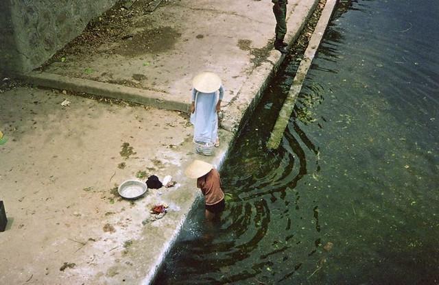 Hue - Washer Women - Giặt đồ trên sông
