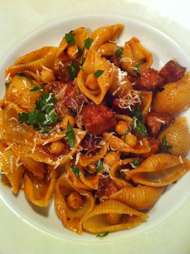 Pasta with chorizo and chickpeas Doa