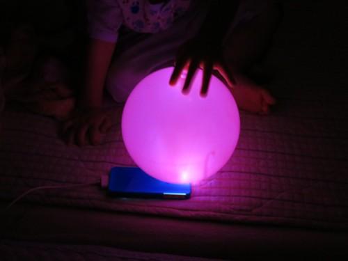 光るピンク玉