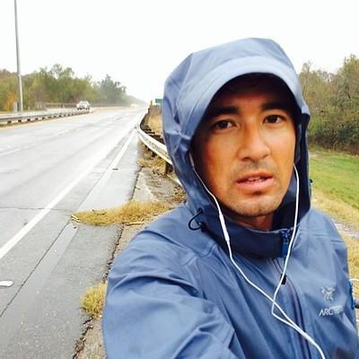 Joseph Liu corredor descalzo