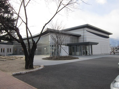穂高交流学習センター「みらい」正面 2013年12月14日 by Poran111