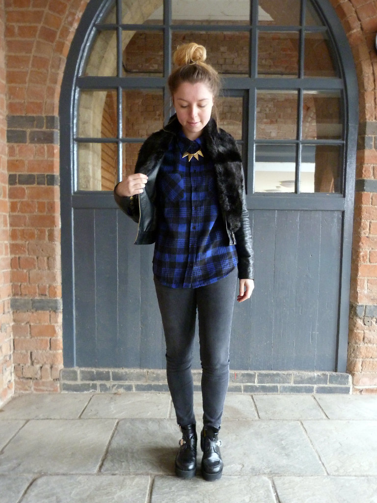Blue tartan plaid shirt and black faux fur stole | outfit post full length