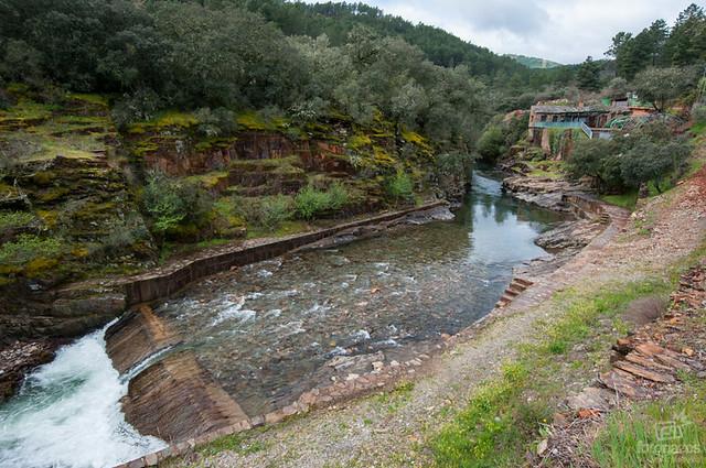 El charco de la olla la piscina natural de las mestas en for Piscinas naturales la adrada