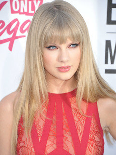 what-did-taylor-swift-s-rise-to-fame-look-like-1603517794-oct-31-2012-1-600x800