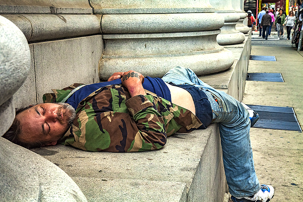 Sleeping-man-in-marines-shirt-on-5-30-14--Center-City