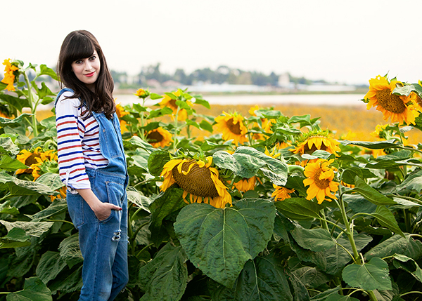 denim overalls, striped shirt, pull and bear overalls, fashionpea, sunflower field, בלוג אופנה, אוברול ג'ינס, שדה חמניות, חולצת פסים, חמניות
