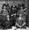 Kapellmeister Wilhelm Bäumchen in der Mitte mit einer Bläsergruppe in den 30er Jahren