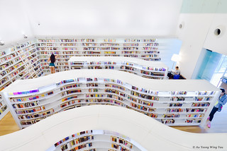 Orchard Library: Curved Shelves And Design