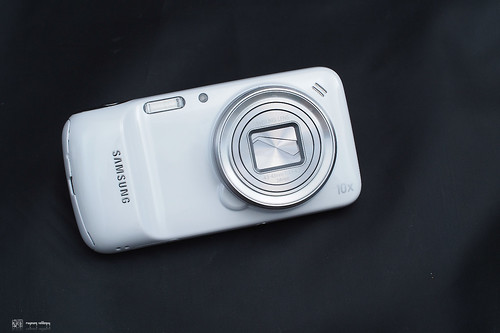 Samsung_S4Zoom_01
