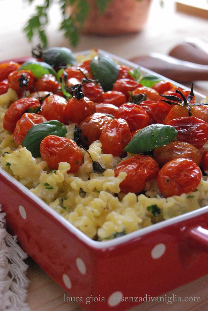 pasta la forno con ricotta e pomodorini