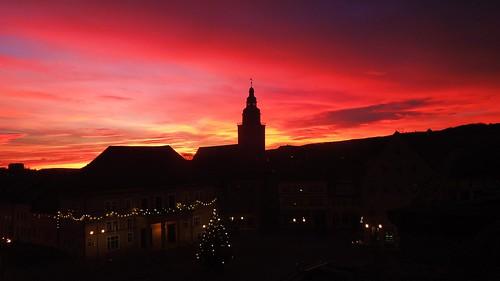 morning sky colors beautiful silhouette sunrise germany deutschland thüringen thuringia rathaus sonnenaufgang morgen farben kirchturm trinitatiskirche sondershausen kyffhäuserkreis