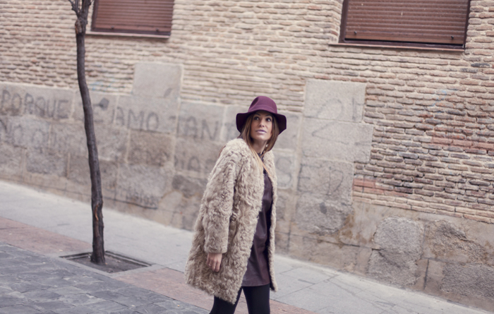 street style barbara crespo barrio de las letras madrid zara leather dress hat fashion blogger outfit