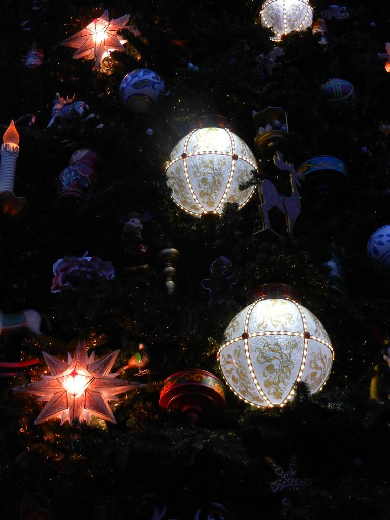 Un séjour pour la Noël à Disneyland et au Royaume d'Arendelle.... - Page 2 13643638004_0146ff940c_b