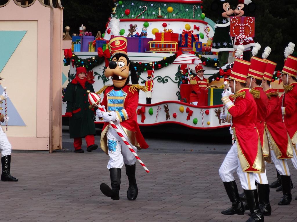 Un séjour pour la Noël à Disneyland et au Royaume d'Arendelle.... - Page 3 13669339195_fcaef5a5d4_b