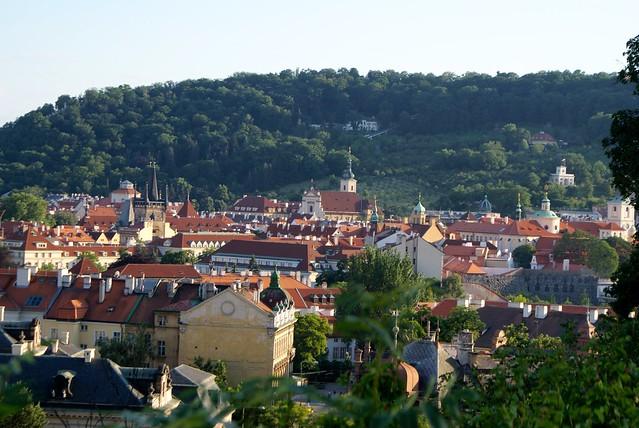 > Vue sur le quartier de Mala Strana à Prague : Un petit air de village hors du temps.