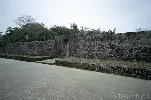 入口 / entrance gate