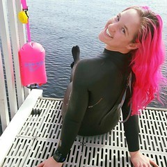 Our Buoy Babes @rose_filer and @kmncurtis are swimming in the balmy 45F degree water in Lake Washington near Seattle Washington. Can you tell that Rose likes Pink 💗💗💗? . . #Repost @rose_filer with @repostapp ・・・ Finally bl