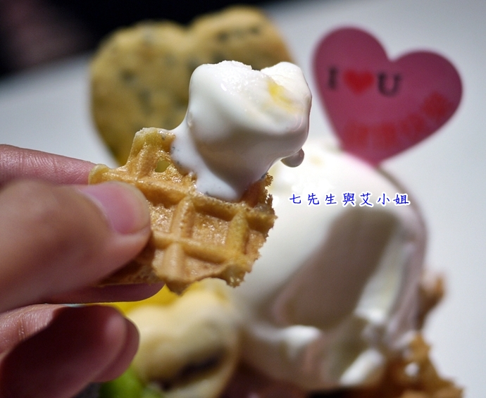 12 IOU Cafe