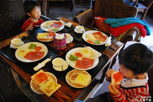 享用豐盛的早餐